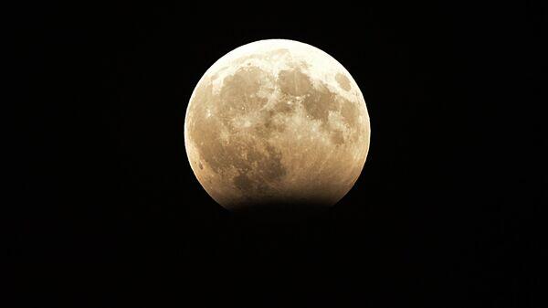 Фаза частичного лунного затмения, наблюдаемая в Грозном. 8 августа 2017