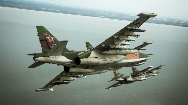 Штурмовики Су-25СМ3 во время летно-специальной подготовки экипажей штурмовиков авиационного полка Южного военного округа в Приморско-Ахтарске