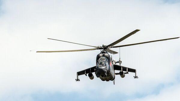Вертолет Ми-24 во время тактических учений
