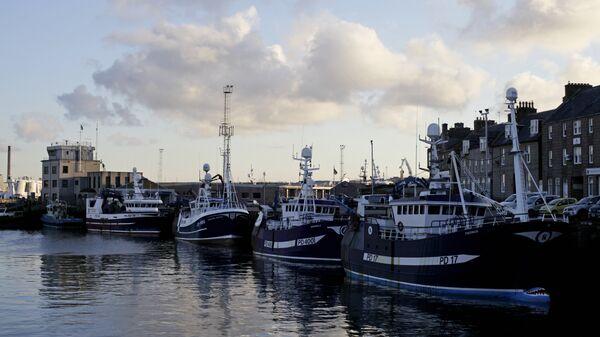 Рыболовецкие суда в порту Питерхед, Шотландия