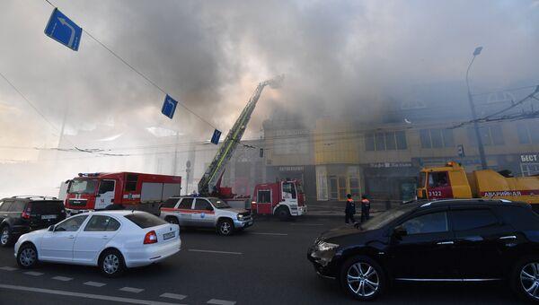 Пожар в торговом центре Атом на Таганской площади в Москве. 9 августа 2017
