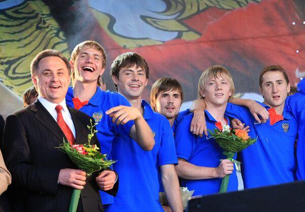 Виталий Мутко и игроки сборной России