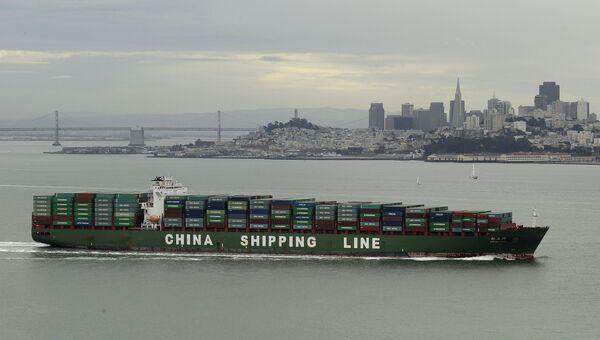 Судно с контейнерами в Сан-Франциско, США