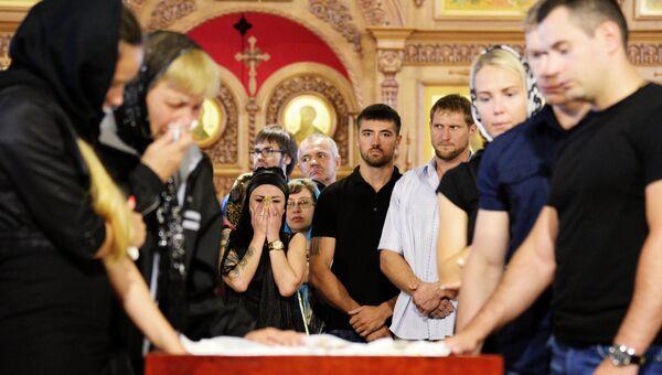 На церемонии прощания с погибшим чемпионом мира и Европы по пауэрлифтингу Андреем Драчевым в Хабаровске. 24 августа 2017