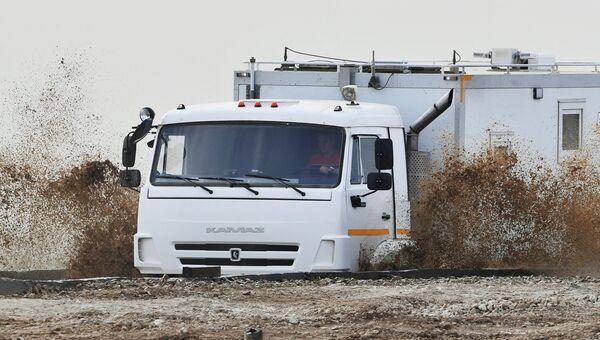 Автомобиль Камаз во время показа современных и перспективных образцов вооружения, военной и специальной техники в рамках международного военно-технического форума Армия-2017