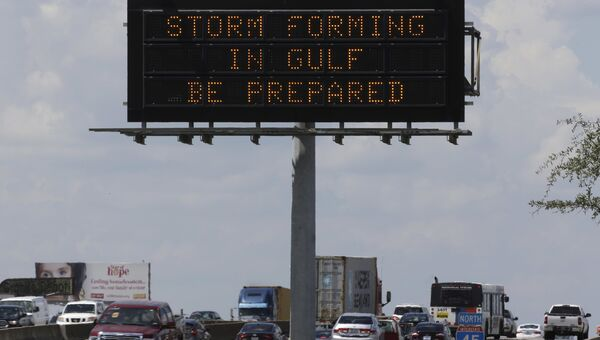 Знак предупреждения об урагане Харви в Хьюстоне, США. 24 августа 2017