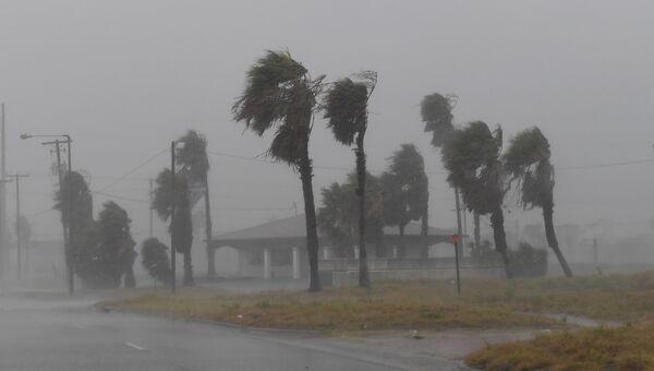 Во время урагана Харви в Корпус-Кристи, штат Техас, в Мексиканском заливе