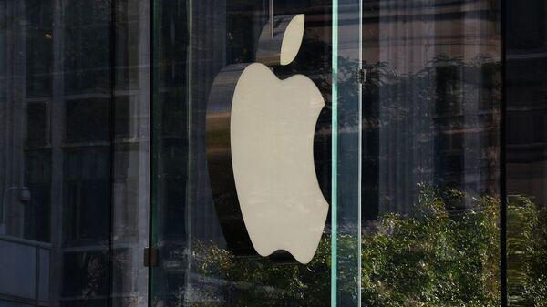 Логотип компании Apple в Нью-Йорке