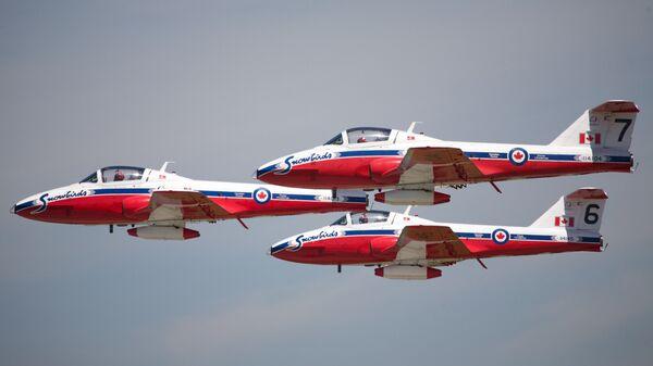 Самолеты пилотажной группы Snowbirds Королевских ВВС Канады