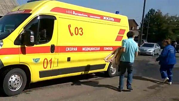 Скорая помощь у дома престарелых Жемчужина в Красноярске. 28 августа 2017