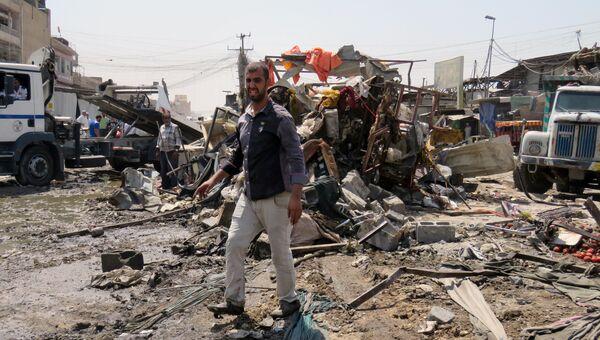 Последствия взрыва автомобиля в Багдаде. Архивное фото