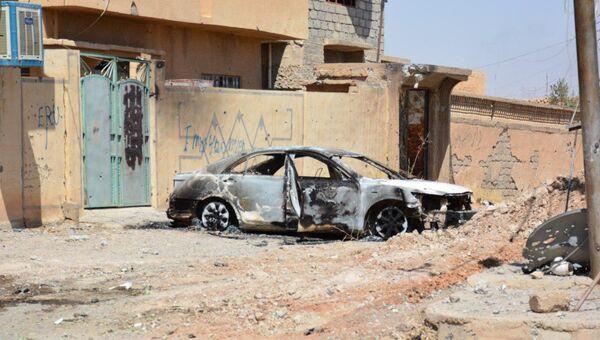 Сгоревший автомобиль в городе Талль-Афар, Ирак. Архивное фото