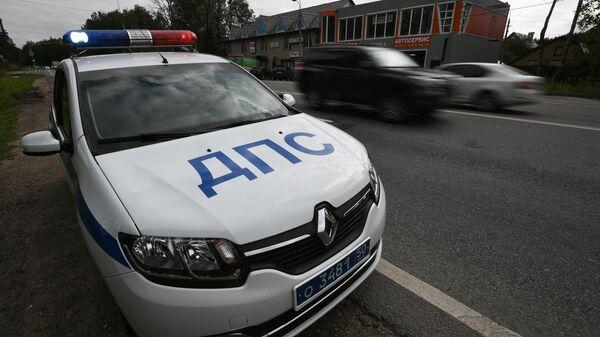 Машина ДПС на одной из автодорог в Московской области