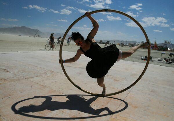Участница фестиваля Burning Man в Неваде