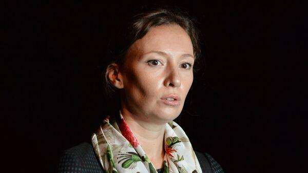 Уполномоченный при президенте РФ по правам ребенка Анна Кузнецова во время встречи российских детей, возвращенных из Ирака, в аэропорту Грозного. 1 сентября 2017