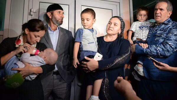 Встреча спасенных в Ираке российских детей в аэропорту Грозного. Архивное фото