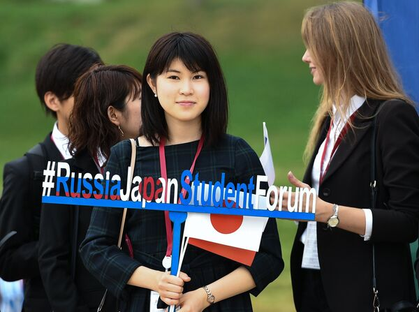 Девушки во время Восточного экономического форума во Владивостоке