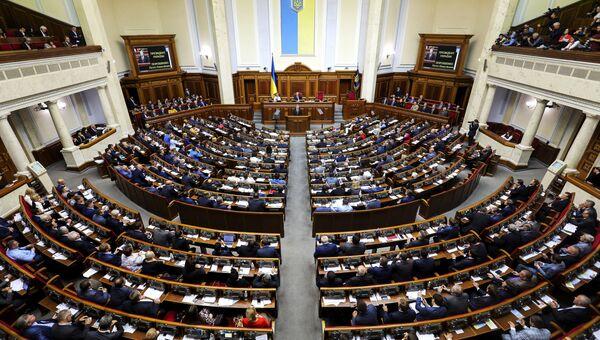 Президент Украины Петр Порошенко во время выступления на заседании Верховной рады Украины в Киеве. Архивное фото