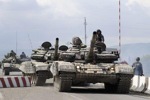 Грузинские танки идут к Цхинвали