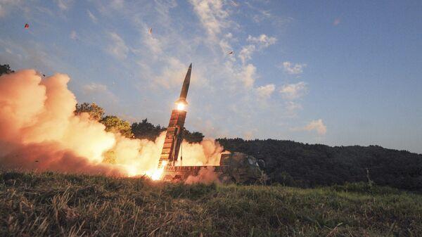 Запуск южнокорейской баллистической ракеты Hyunmoo II во время совместных учений США и Южной Кореи