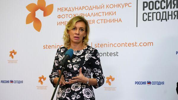 Официальный представитель МИД РФ Мария Захарова на выставке работ финалистов Международного конкурса фотожурналистики имени Андрея Стенина. 7 сентября 2017