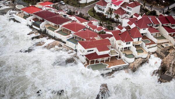 Последствия урагана Ирма на острове Сен-Мартен в Карибском море