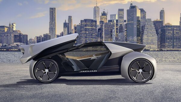 Беспилотный электромобиль Jaguar Future Type Concept. Архивное фото