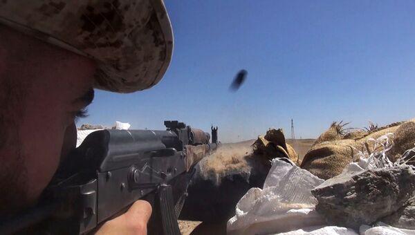 Бойцы сирийской армии во время операции по деблокированию авиабазы Дейр-эз-зор. 10 сентября 2017