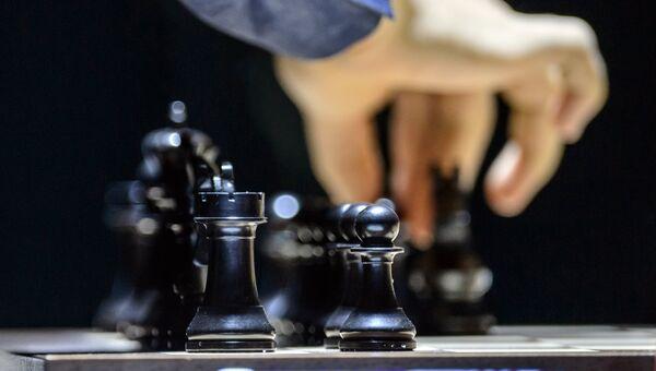 Шахматные фигуры на доске. Архивное фото