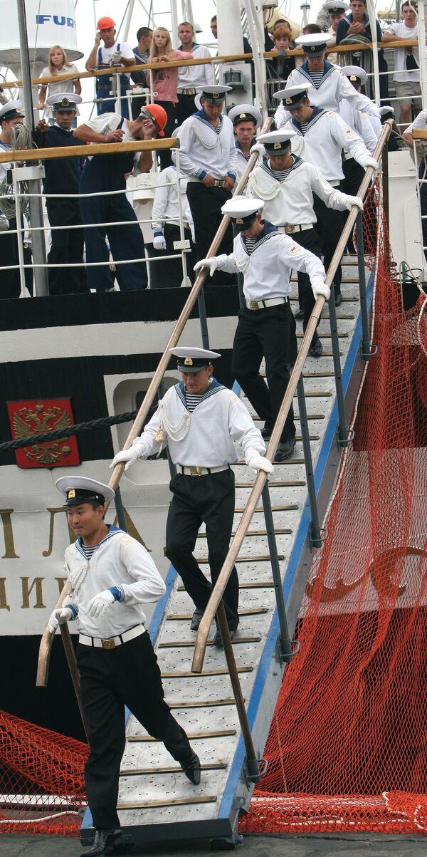 Фрегат Паллада вернулся во Владивосток