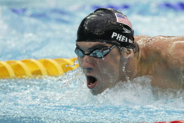 Американец Майкл Фелпс выиграл финальный заплыв на дистанции 200-метров вольным стилем и стал трехкратным чемпионом пекинской Олимпиады.
