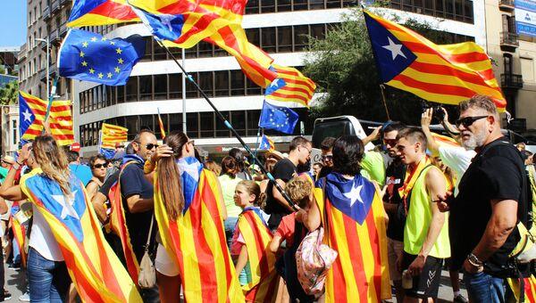 Участники акции на улицах Барселоны в поддержку референдума за независимость и отделение Каталонии от Испании. Архивное фото