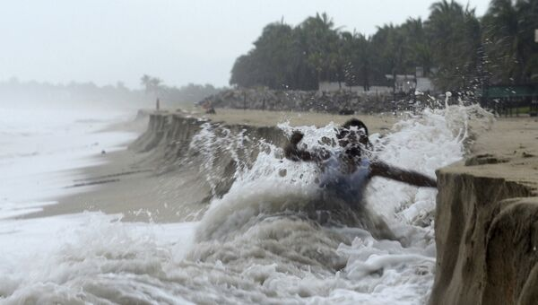 Шторм во время  урагана. Архивное фото