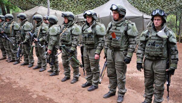 Военнослужащие вооруженных сил РФ в полевом лагере во время учений вооружённых сил России и Белоруссии на Лужском полигоне в Ленинградской области. 14 сентября 2017
