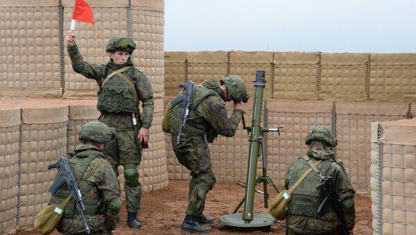 Минометный расчет вооруженных сил РФ во время учений  вооружённых сил России и Белоруссии на Лужском полигоне в Ленинградской области. 13 сентября 2017