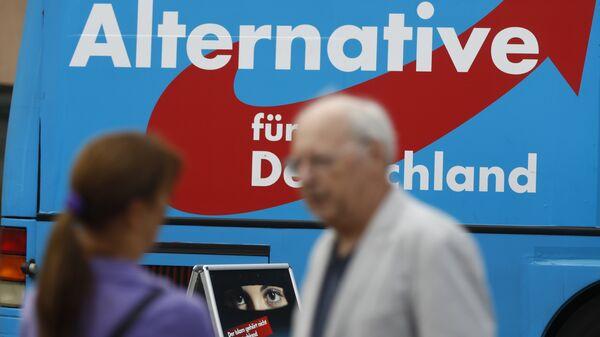Автобус с логотипом партии Альтернатива для Германии. Архивное фото