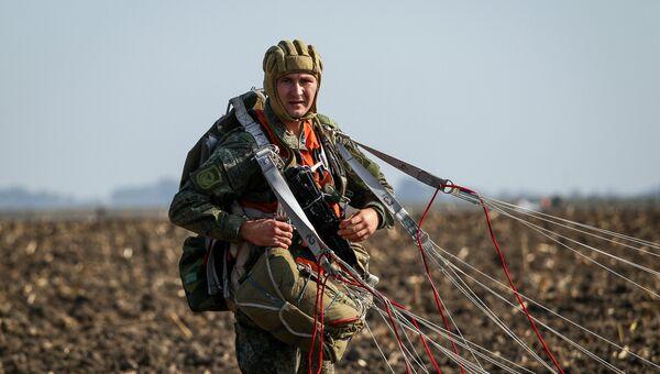 Военнослужащий вооруженных сил РФ во время учений Защитники дружбы. Архивное фото