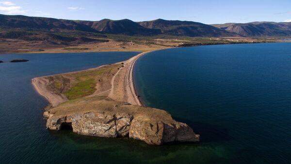Мыс Уюга в заливе Малое море на озере Байкал в Ольхонском районе Иркутской области