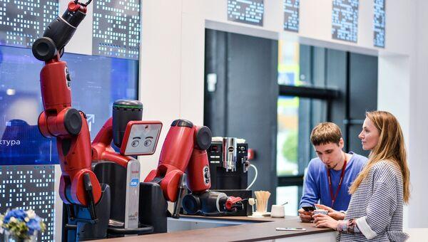 Робот Baxter на стенде в Экспофоруме. Архивное фото