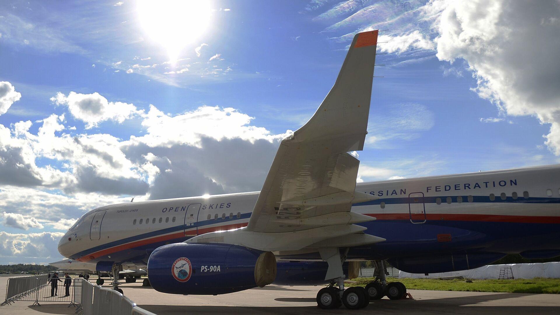 Самолет авиационного наблюдения Ту-214ОН, созданный для облета стран-участниц договора по открытому небу (The Treaty on Open Skies) - РИА Новости, 1920, 11.05.2021