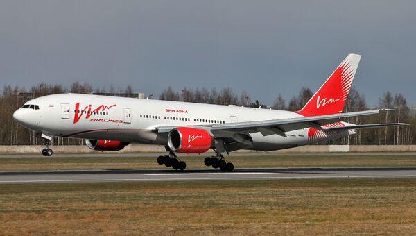 Самолет Boeing 777-200 авиакомпании ВИМ-Авиа в аэропорту Пулково в Санкт-Петербурге