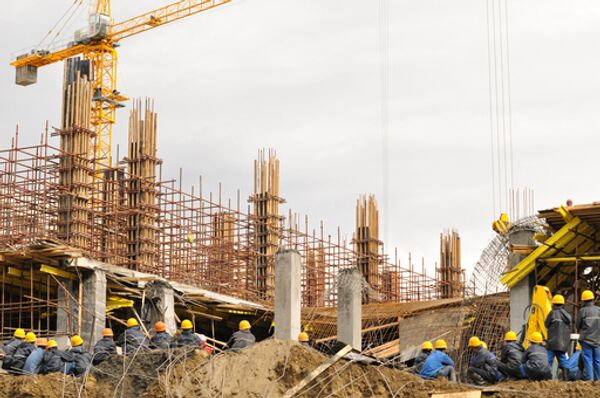 Спасательные работы на месте обрушения строящегося здания в Новосибирске