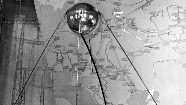 Модель первого советского искусственного спутника Земли. Архивное фото