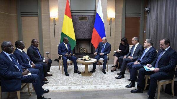 Президент Гвинейской Республики Альфа Конде и Владимир Путин во время встречи. 28 сентября 2017
