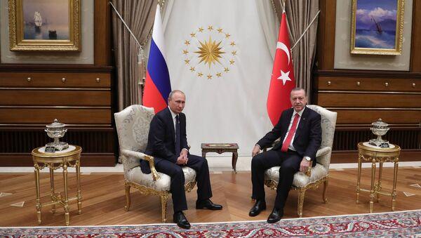 Президент РФ Владимир Путин и президент Турции Реджеп Тайип Эрдоган во время встречи во дворце президента Турецкой Республики в Анкаре. 28 сентября 2017