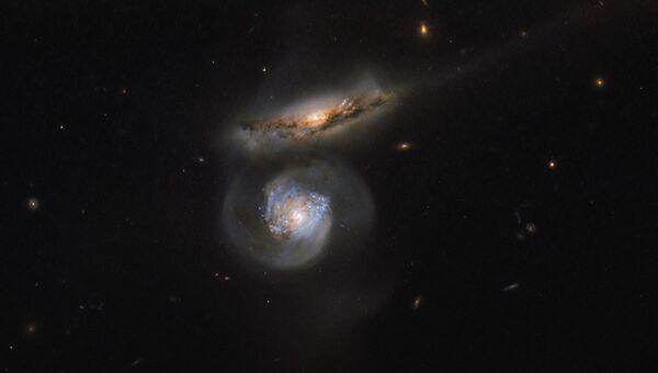Снимок галактики-мегамазера телескопом Hubble. Архивное фото