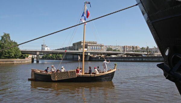 Старинное рыбацкое парусное судно куренас в Калининграде. Архивное фото