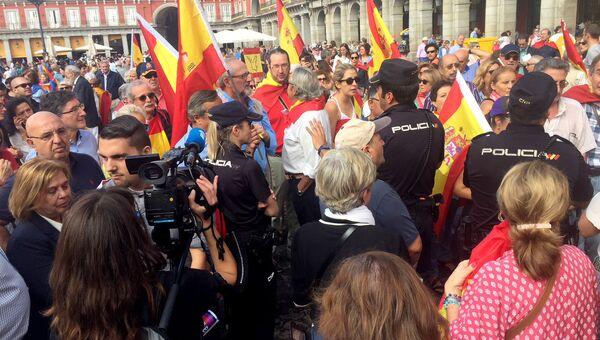 Манифестация против референдума в Каталонии в Мадриде, Испания. 1 октября 2017