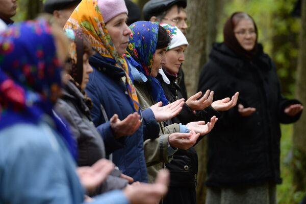 Последователи традиционной марийской религии проводят благодатное моление небесным богам и духам в священной роще