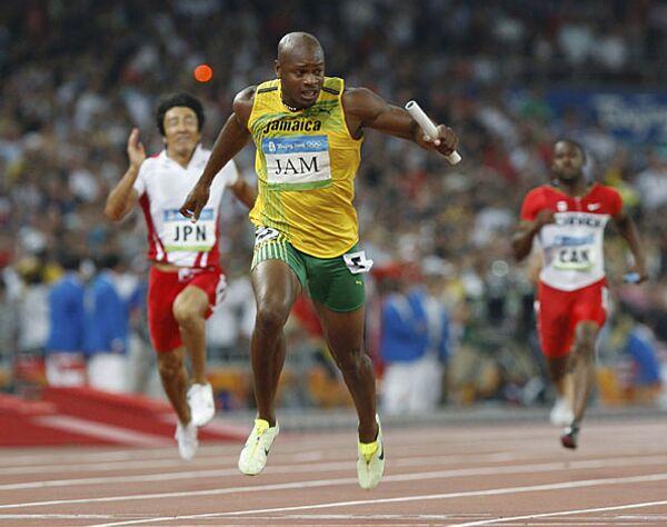 Легкоатлеты из Ямайки выиграли эстафету 4 по 100 м с мировым рекордом